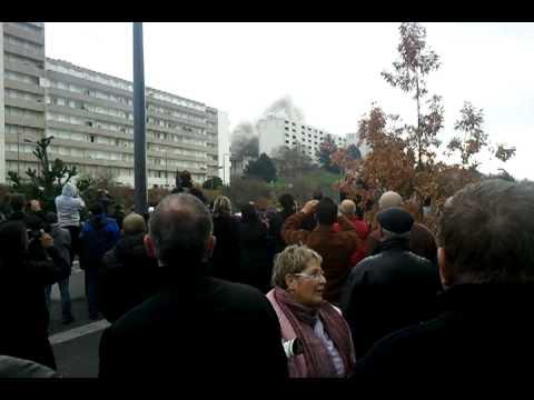 Démolition de la tour de montreynaud où se trouvent nos bureaux