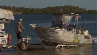 Getting a boat out of the water the hard way ► All 4 Adventure TV