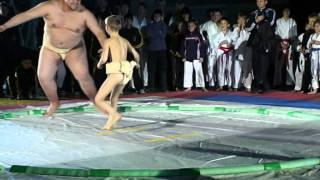 Гриша Шебанов ( 7 лет) - великий чемпион (ёкодзун) - борьба сумо