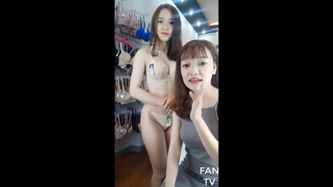 Livestream bán đồ lót trên Facebook. 2 em gái cho các thanh niên rửa mắt
