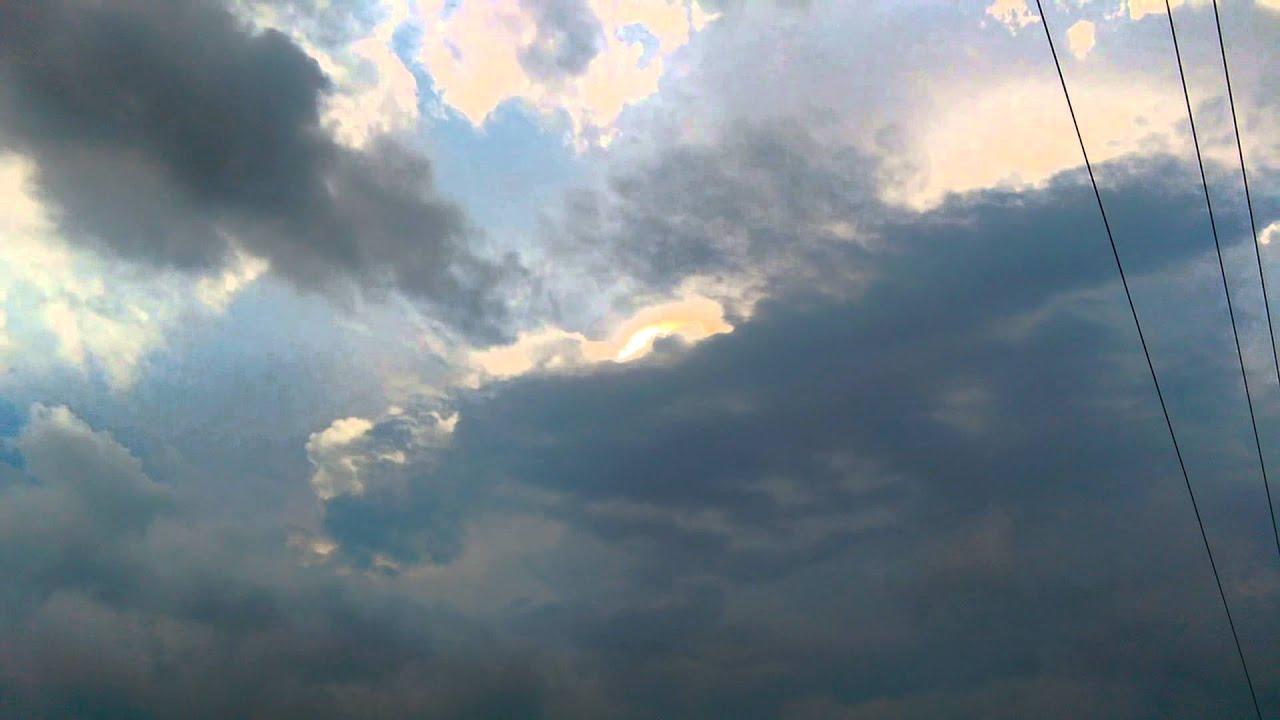 Crown flash: Electric cloud phenomenon makes light dance