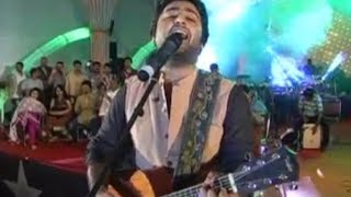 Arijit Singh's WORST singing ever, AADAT (Atif Aslam) live. Horrible.