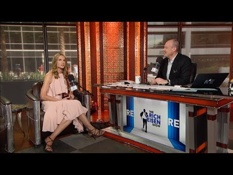 """Actress Kelly Lynch Discusses Her New Series """"Mr. Mercedes"""" & More 