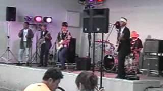 2008年9月13日、本間電子楽団による、さる場所における一コマ。
