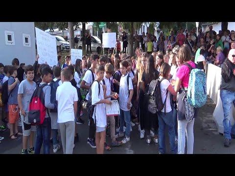 Serramazzoni, genitori e studenti in piazza: ridateci la scuola