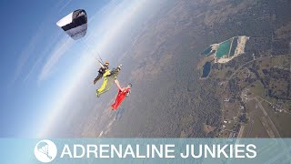 Canopy Pilots Jump From 13,500ft For Stunt
