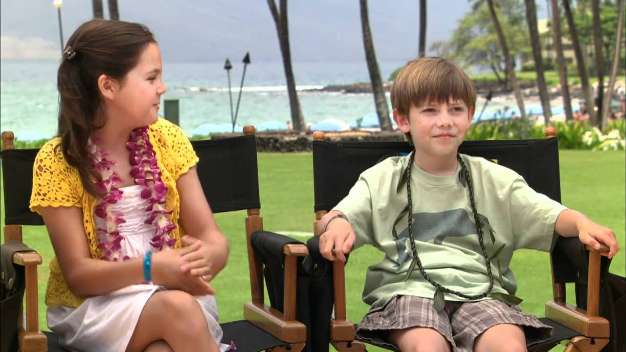 Bailee Madison and Griffin Gluck Interview - Just Go With It - YouTube