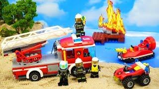 Лего ГОРИТ НЕФТЕПРОВОД Пожарная машина Квадроцикл и Катер тушат пожар Обзор набора 66541#LegoCity