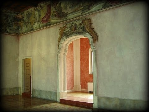 Semi-Abandoned Renaissance Palace in Italy - Urban Exploration