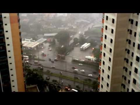 Vídeo mostra início da tempestade em Taboão da Serra