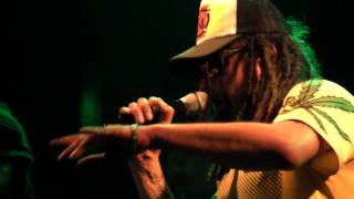 Tiken Jah Fakoly - Plus Rien Ne M'Etonne (con Luis Alfa en Willie Dixon Rosario 06-10-12)