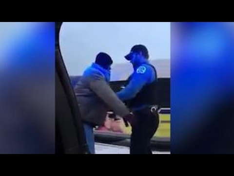 Officers' act of kindness goes viral