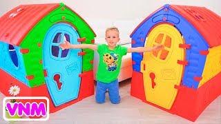 Vlad và Nikita xây dựng Playhouse cho trẻ em