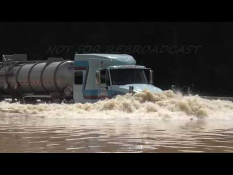 "Louisiana Flooding ""The Cajun Navy"" seeing tractor trailer to high ground"