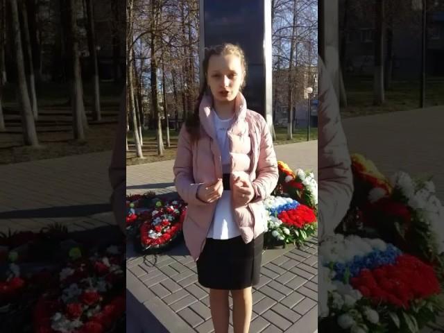 Изображение предпросмотра прочтения – АлёнаСмирнова читает отрывок изпроизведения «На фотографии в газете» Р.Ф.Казаковой