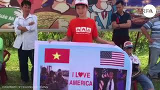 Đà Nẵng: Cầm băng rôn đón TT Mỹ Donald Trump bị đưa về đồn  © Official RFA