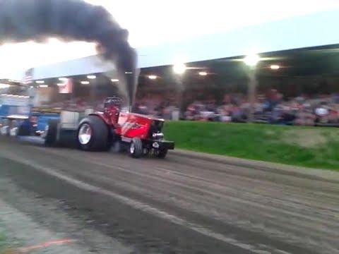 Super Farm Tractor Pull Centreville 2014