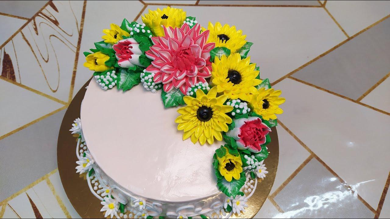 Торт Сникерс с георгинами и герберами