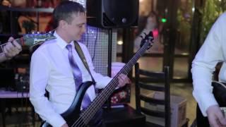группа на Свадьбе_выступление с женихом (бас-гитара) и друзьями