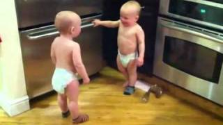 """""""Giải mã"""" video hai baby nói chuyện.flv"""