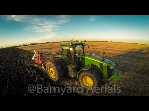 John Deere Biggest 8R - 8370R Plowing