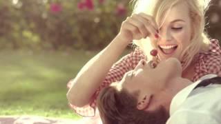 Moschino Chic Petals Spot Thumbnail