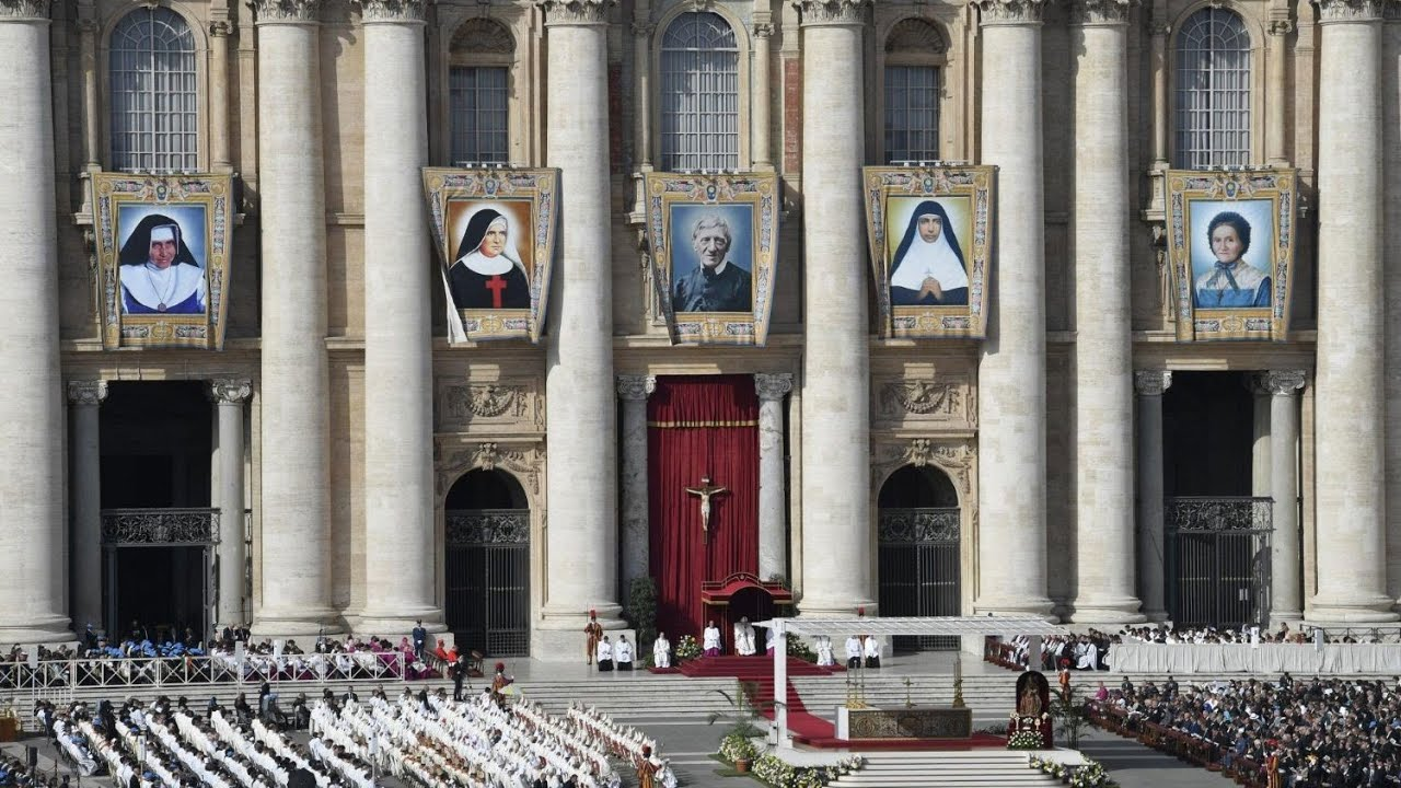 Nghi thức tuyên thánh cho 5 vị Chân Phước tại...