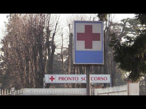 """Coronavirus, ospedale di Codogno: """"Hanno tutti la mascherina, non fanno più entrare"""""""