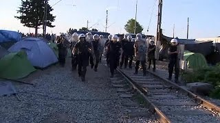 مشادات عنيفة بين الشرطة اليونانية واللاجئين في مخيم إيدوميني    19-5-2016