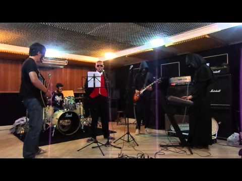 Rehearsal - Monstrance Cock