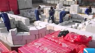 Строительство дома из газосиликатных блоков(На видео представлен фрагмент строительства дома из газосиликата, рабочие укладывают газосиликатные блоки., 2013-05-12T14:54:57.000Z)