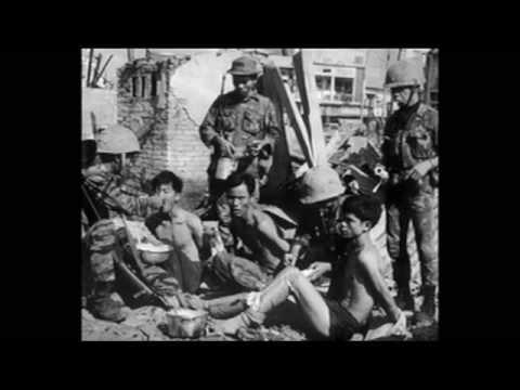 CỜ BAY TRÊN CỔ THÀNH QUẢNG TRỊ THÂN YÊU 1972