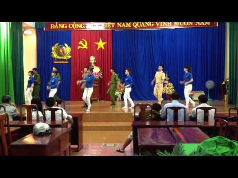 Múa dân vũ Mùa Hè Xanh.MOV