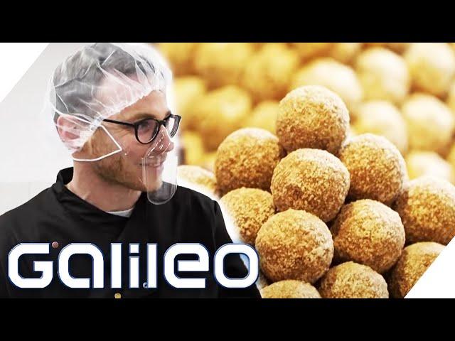 Galileo TEST: Als Arbeiter in einer Pralinenmanufaktur | Galileo | ProSieben