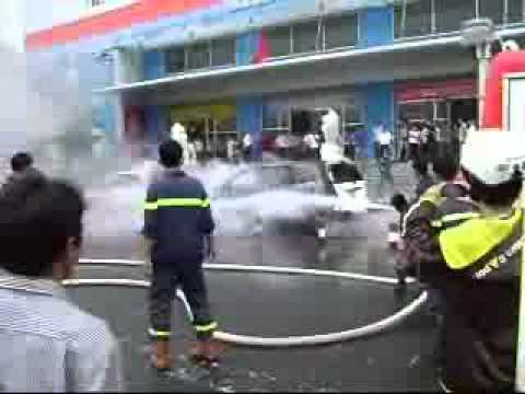 Cháy xe taxi trước siêu thị Co.opmart Vũng Tàu - bariavungtau.flv