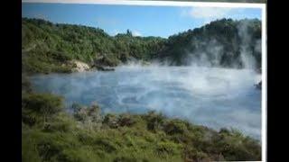 Hồ nước kỳ lạ quanh năm sôi sùng sục và bóc khói nghi ngúc