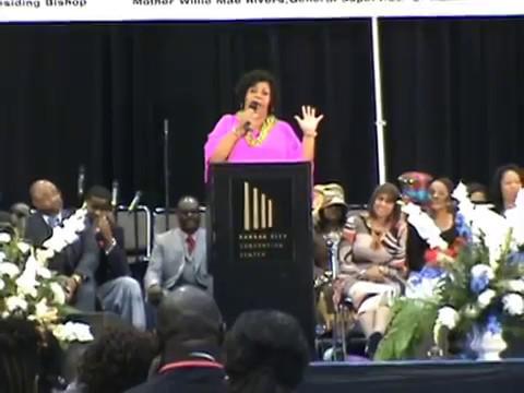 Chrystal Rucker sings at AIM in Kansas City