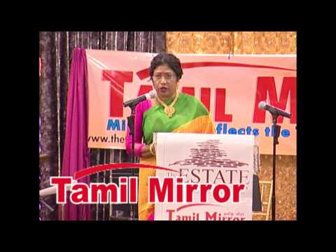 Sumi Praba, MC, at the 2015 Tamil Mirror Awards Gala.