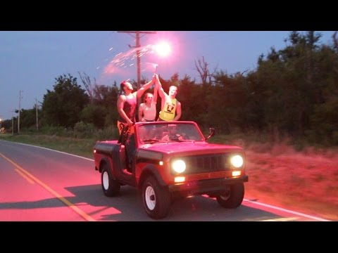 Видео: The Chainsmokers - Closer Fan Video ft. Halsey