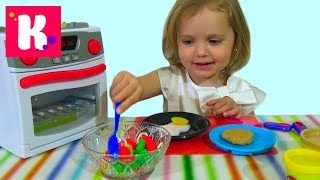 Готовим завтрак из пластилина играем игрушечной плитой Play with stove for cooking make  breakfast
