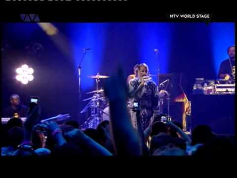 Snoop Dogg & Damon Albarn - Clint Eastwood (Live In London)