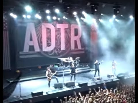 """A Day To Remember announce new album """"You're Welcome"""" - new song Degenerates streaming!"""