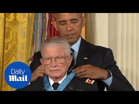 Obama awards retired Army Lt. Col. Kettles the Medal of Honor - Daily Mail