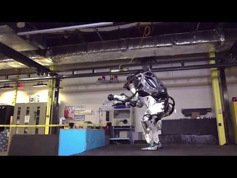Amazing: The robot Atlas does a backflip like a human of of a box