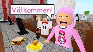 Opens a restaurant! 👩🍳 Roblox