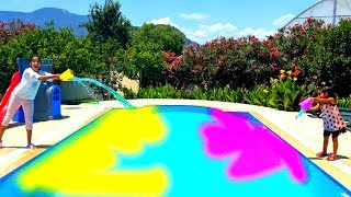 Sihirli su Esma and Asya play with magic water colored pool for kids video