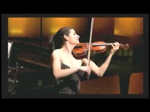 Violinist, Lindsay Deutsch plays de Falla