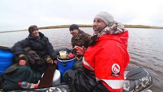Строго 18 Заезжаем на таёжную избу Будем рыбачить на сети Камеди снова курит в сторонке