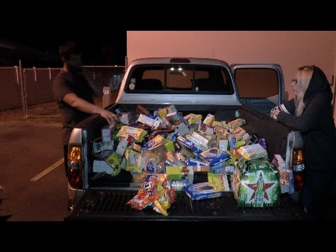 Dumpster Diving Jackpot!!!! Tons Of Food Everywhere!!!