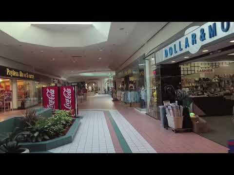 Shopping Inside The Lakeshore Mall - Sebring, Florida